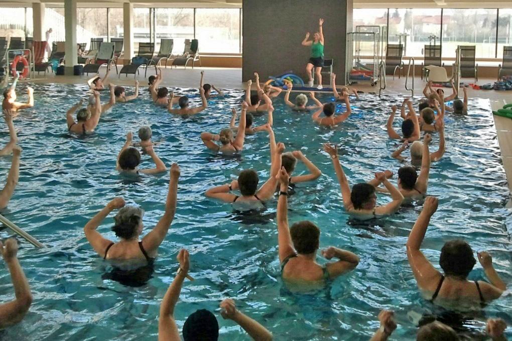 Wassergymnastik Hallenbad