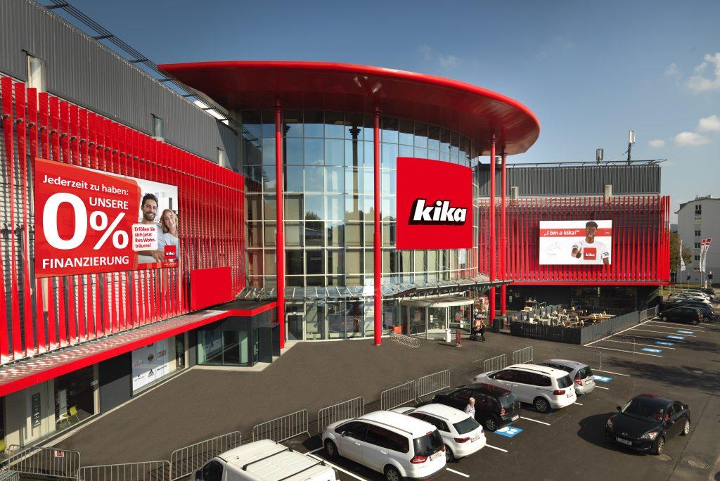 BILD zu OTS - Die neu gestaltete Fassade des Einrichtungshauses kika in Linz/Urfahr