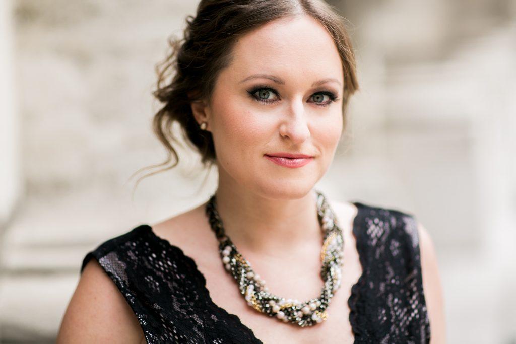 Eva-Maria Schmid1